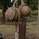 Пам'ятник напіврозкритим каштанам
