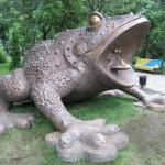 Шеститонний бронзовий Пам'ятник жабі