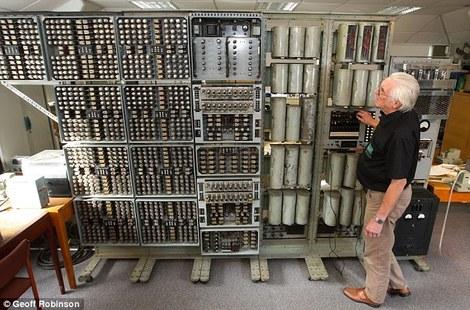 У Великобританії знову запустили один з найстаріших у світі комп'ютерів вагою в 2,5 тонни