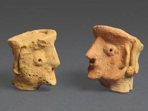 Глиняні голови людей, знайдені у  вівтаря храму