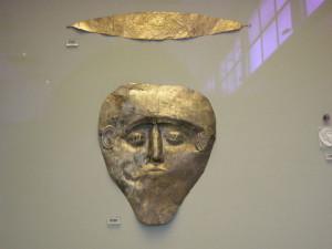 Поховальна маска з електра, що могла належати Данаю, Національний археологічний музей (Афіни)