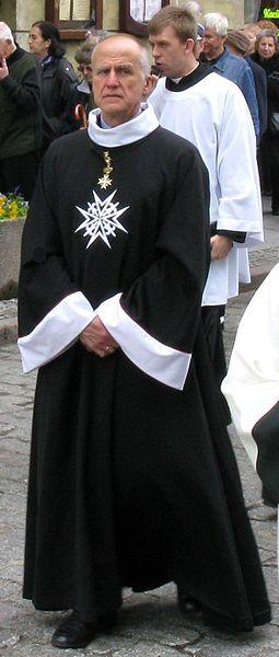 Лицар Честі і Відданість у відповідному вбранні