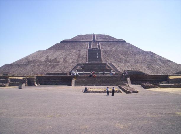 Піраміда Сонця, вигляд спереду