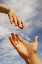 Допомагаючи іншим, людина продовжує життя собі