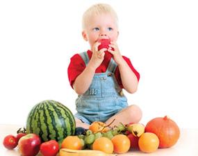 Вчені з'ясували, як можна привчити дитину до корисних продуктів