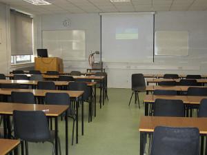 Скільки часу має працювати педагогічний працівник під час канікул?