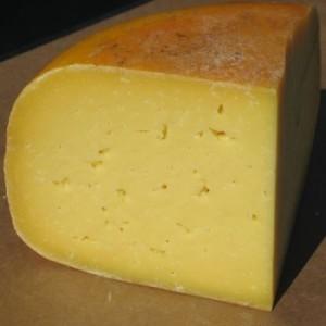 Сир відновлює кислотно-лужний баланс в роті