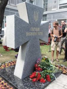 Пам'ятний хрест на честь загиблих героїв Небесної сотні