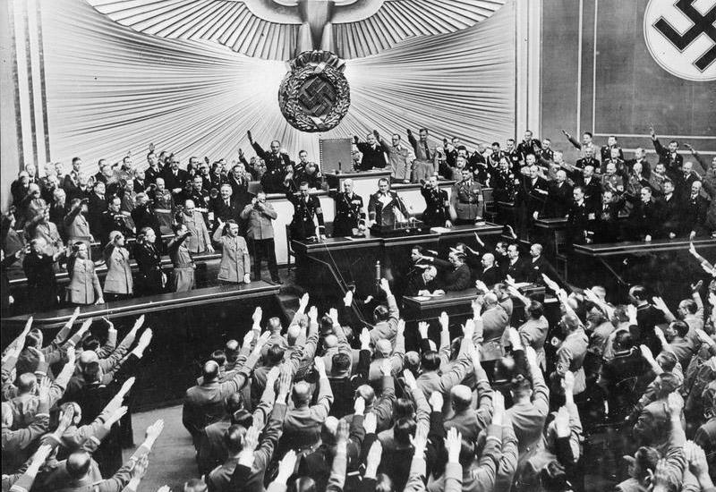 Гітлер оголошує в рейхстазі про аншлюс