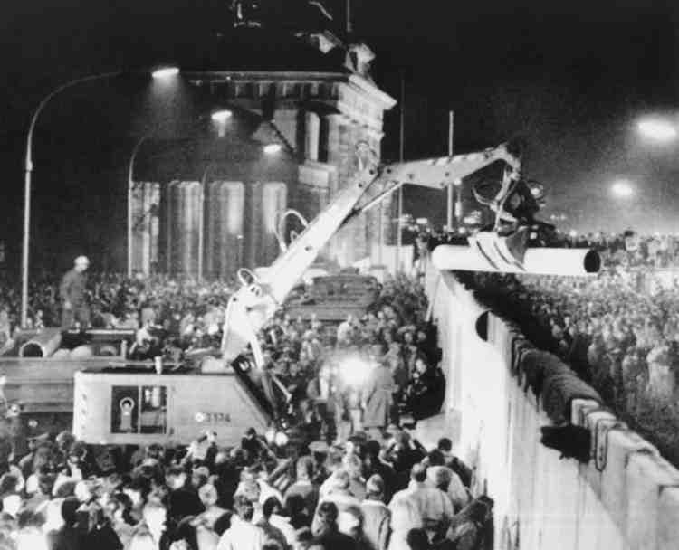 Падіння Берлінської стіни, 9 листопада 1989