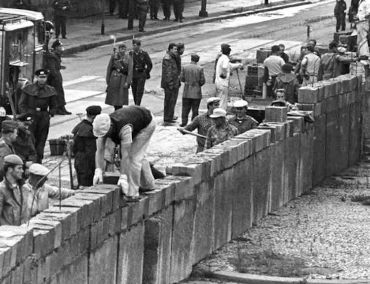 Будівництво Берлінської стіни на Потсдамській площі, 18 серпня 1961