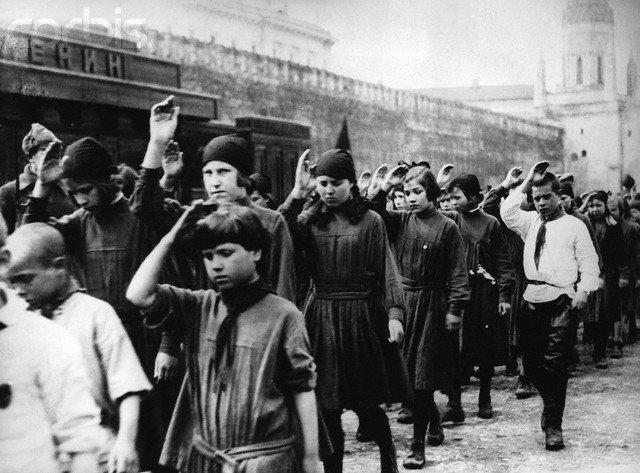 Впершеі піонери на параді, 1924