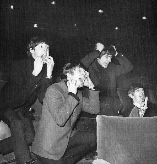 The Beatles імітує своїх фанів