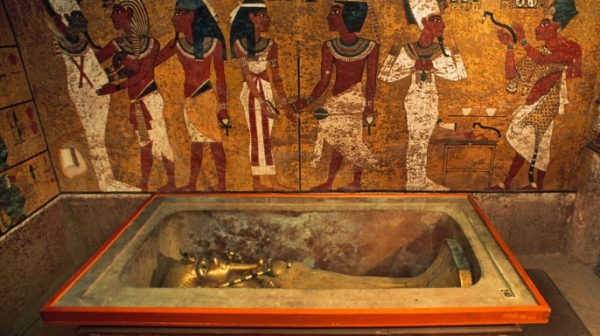 Відтворення гробниці Тутанхамона у музеї. Саркофаг справжній